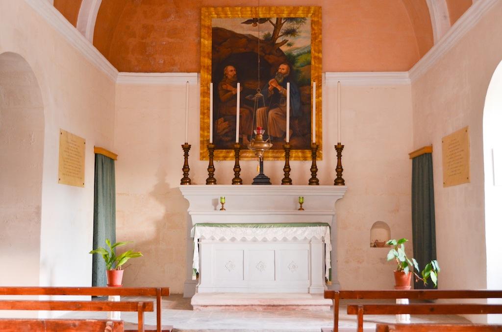 altar dentro de capilla san pablo hermitaño
