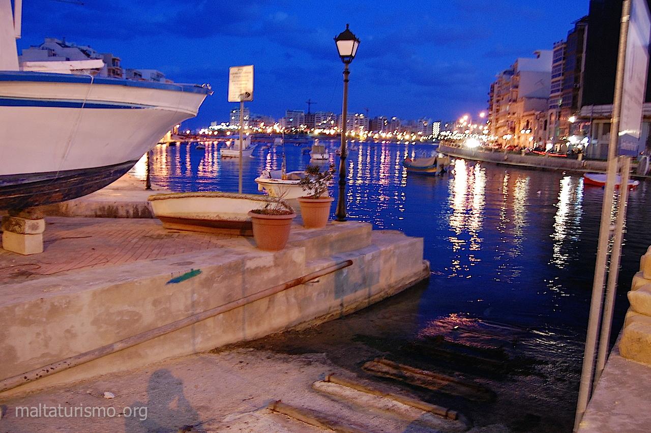 Puerto en la bahia de Spinola