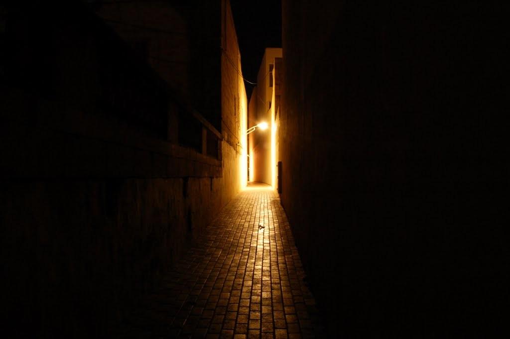 callejones de bugibba de noche