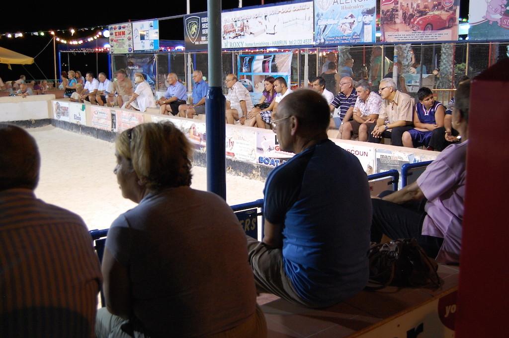 espectadores de bocci en bugibba